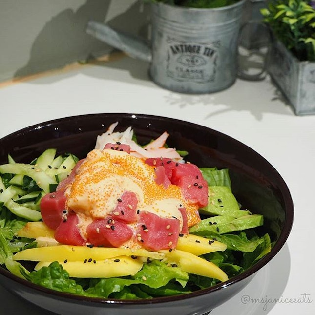 🍃 California Tuna Salad (S$9.00) 🍃Chunky cubes of Tuna Sashimi and generous strips of Snow Crab Stick sitting on a bed of refreshing greens (Romaine Lettuce and Cucumber) and nutritious fruits (Mango and Avocado).