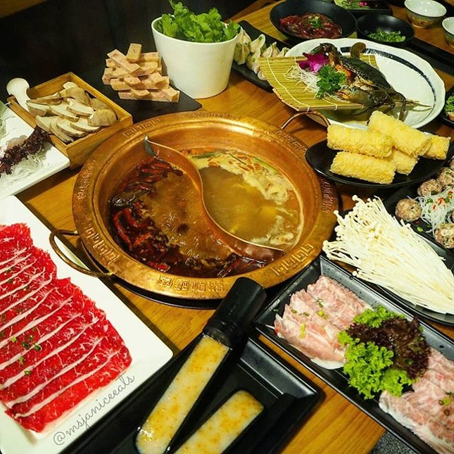 🌟 LongQing Hotpot 🌟  If you are a hotpot lover (like me!), you really have to pay LongQing a visit.