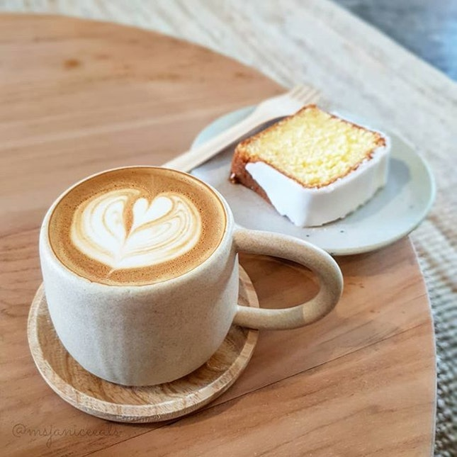 ☕ Butter Cake with Lemon Drizzle (S$5.50) | Flat White (S$5.00) ☕  I am loving the minimalist vibe that this spacious cafe exudes.