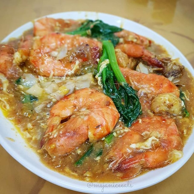 "🔥 Big Prawns Hor Fun 大虾滑蛋河粉(Medium S$36.00) 🔥  There is a Chinese saying ""百闻不如一见"" (seeing once is better than hearing a hundred times)."