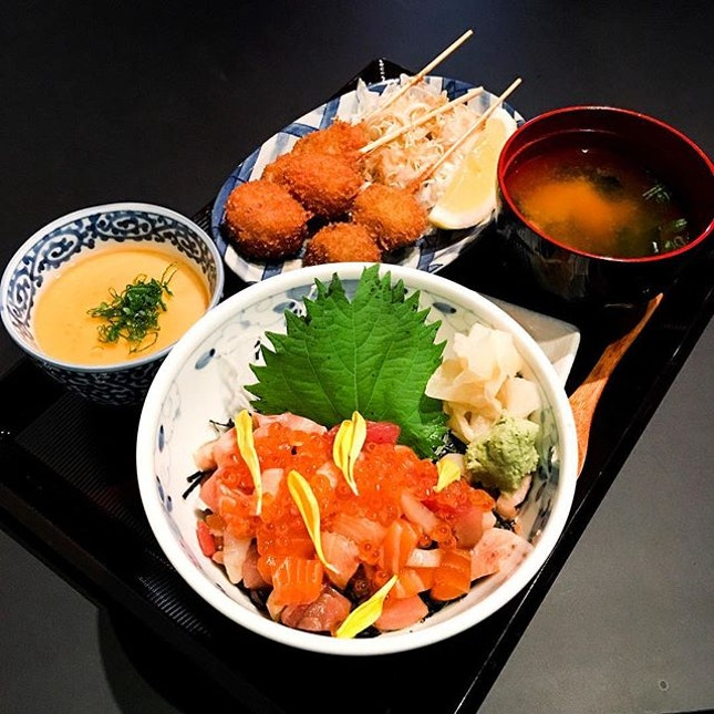 Kaisen Bara Chirashi Don Set  Available during lunch hours, the don comes with chunks of salmon and tuna, topped with ikura, which were fresh and best had with the wasabi!