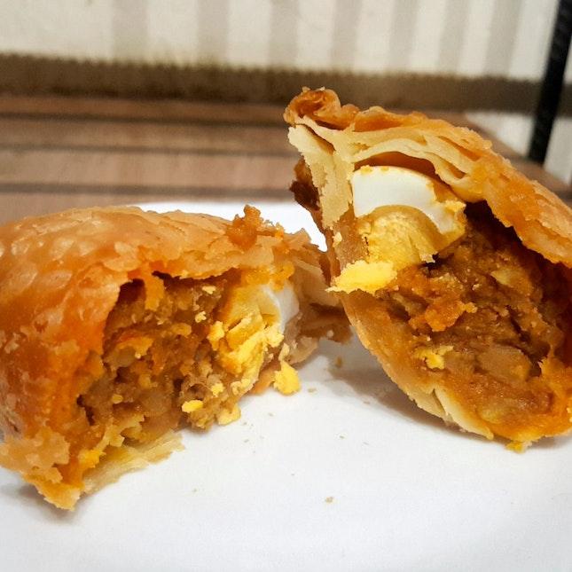 Tanglin Crispy Curry Puff ($2.80)