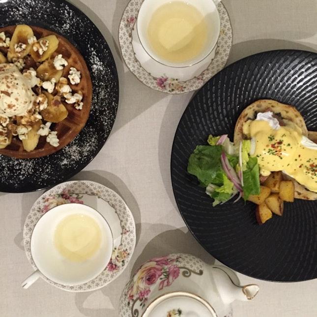 Waffles/EggsBenedict/Tea