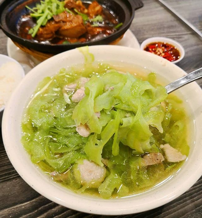 The famous Restoran Kah Kah Loke (佳佳乐) from Johor has an outlet in Singapore and they are located in the food court of Ntuc Fairprice Hub.