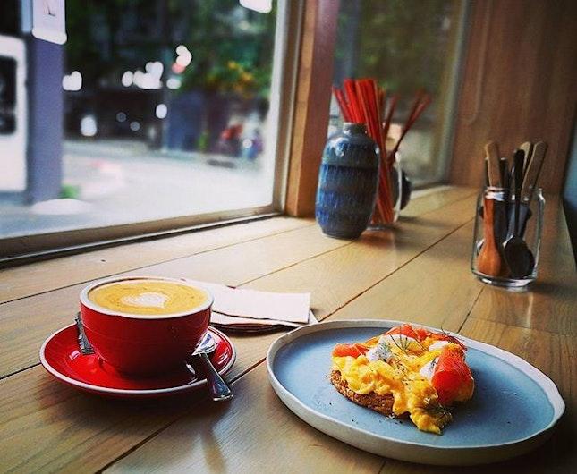 Slow down & enjoy life * * * Scramble eggs on toast with smoked salmon (140baht) Coffee flat white (80baht)  #commonroomxari #commonroom #ari #coffeeday #cozy #burpple #burpplegoesbkk #enjoylife #travel #flatwhite #scrambleeggs