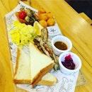 Breakfast platter at Manhattan Fish Market.