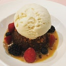 Warm sticky date pudding with toffee bits, topped with ice cream and berries ($14) 💕😛 #burpple #burpplesg #desserts #stickytoffeepudding #sweettooth #sweettreat #sweetstickydate #yyanny