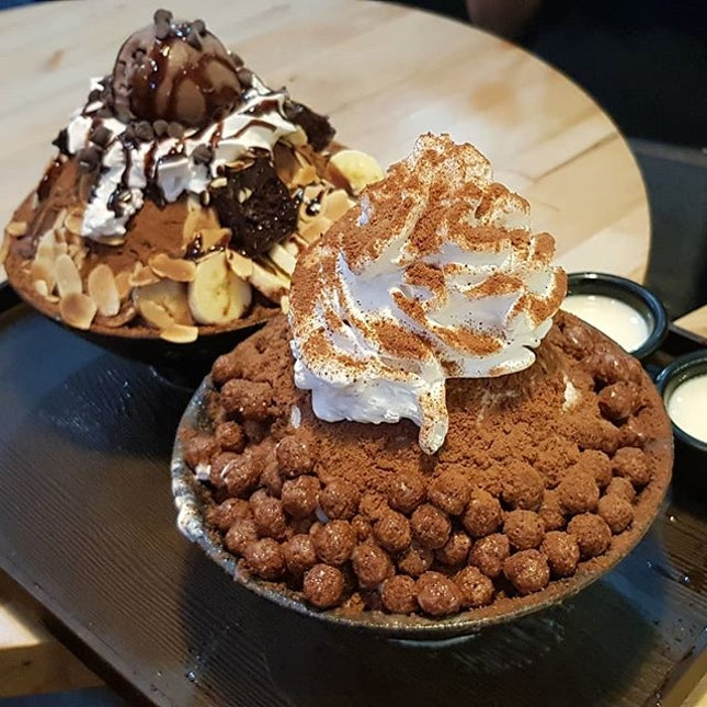 Milo & Choc bingsu, fatdieus 😑😑😑 then bingsu really need to pour the milk then is completed!