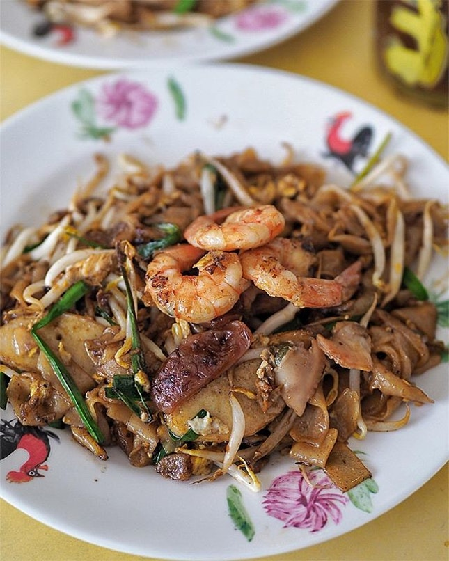 Dong Ji Fried Kway Teow ($4.00) includes 3 fresh prawns, lup chong, cockles and others.