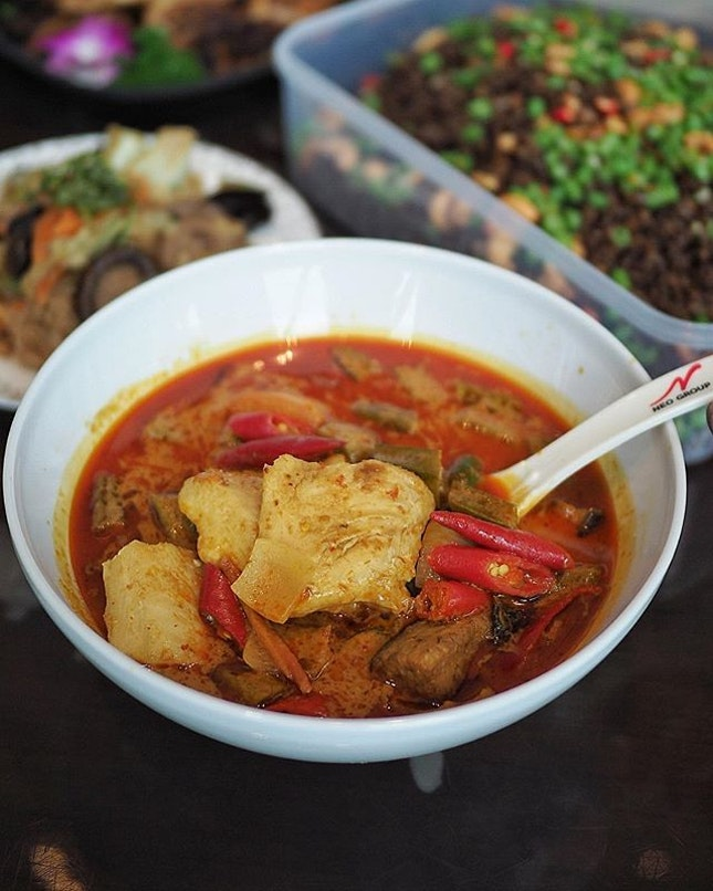 @chillimanis 5 courses Peranakan Fiesta Mini Party Set ($139.00+) that serves 8 to 10 pax includes this Curry Assam Fish that's so addictive.