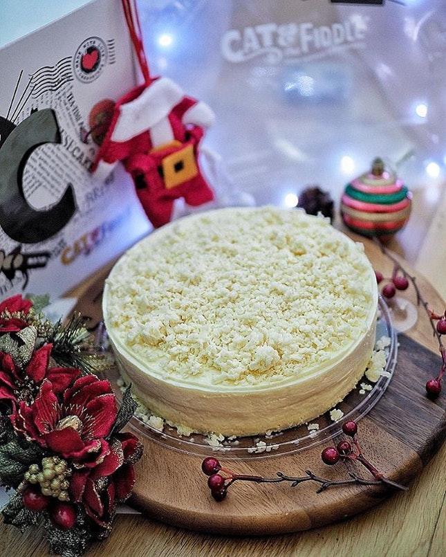 @catandthefiddlecakes has introduced this Jiggly Fluff, Triple Layer Sweet & Savoury Cheesecake (S$45.90) for this Christmas.