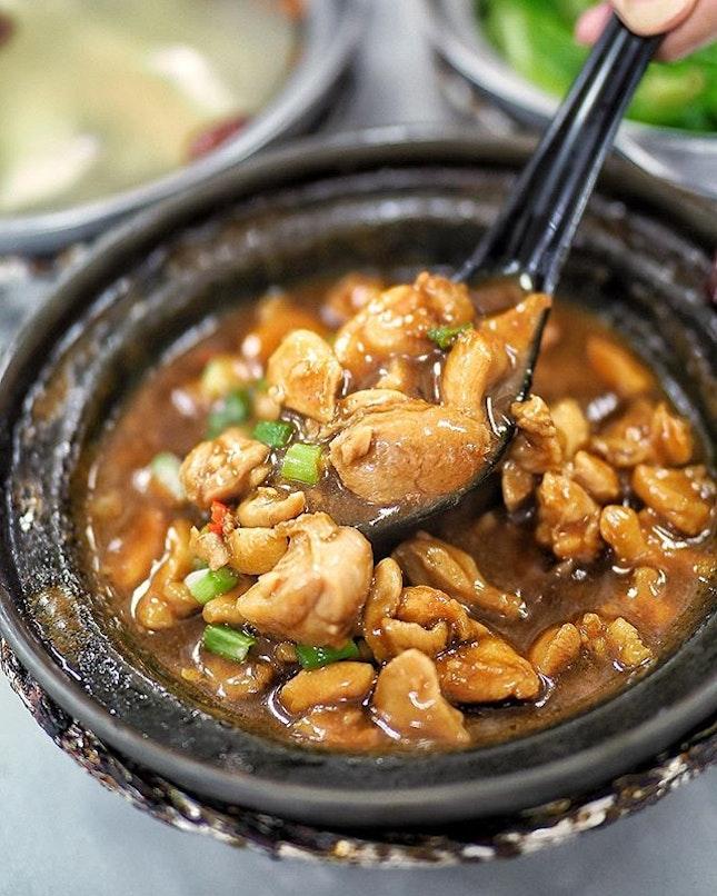 Claypot Sesame chicken ($5.50) from @lauwangclaypot Generous amount of Chicken in this pot.