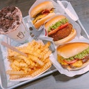Shake Shack  Location 🗺: #02-256, 78 Airport Boulevard, Jewel Changi Airport, Singapore 819666  MRT 🚇: Changi Airport  Opening Hours 🕒: 10AM - 10PM  Rating 📈: 10/10  Price 💸: $46.30  Review 💬: First place I've given a full score to, and a testament to how good it really is.