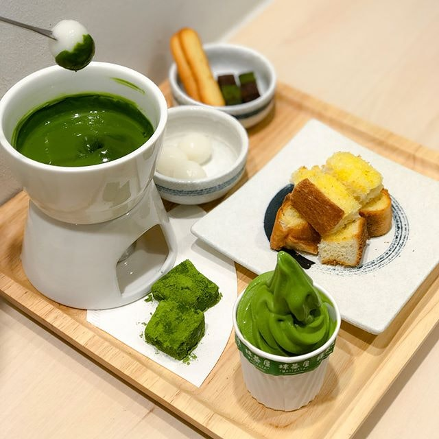 Matcha fondue set [$16.90] Decided to give this fondue a shot since the special anniversary Houjicha tea set I have been yearning to try was sold out- and it was only 3pm on a Thursday afternoon 😭😭 The fondue comes with a pot of thick and creamy matcha ganache served warm as well as other elements for dipping and pairing: buttered toast, matcha warabi mochi, shiramata, langue de chat, matcha brownies and a mini cup of matcha softserve!