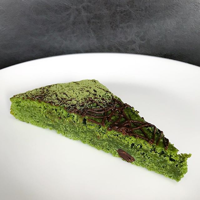 Matcha white chocolate brownie [$5.50] A special item that's only available on 11th July, I was lucky enough to lay my hands on this as it was sold out within the day!