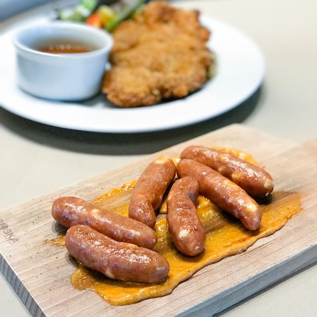 Chicken cheese arabiki sausages [$9++] Served with smears of sambal mayo, these relatively short and slender smoked chicken sausages are filled with cheesy surprise.