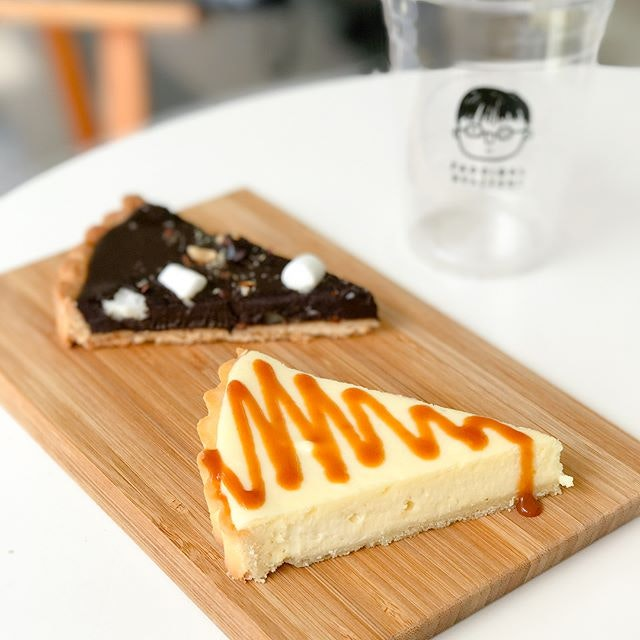 Miso cheese tart [$5/slice] Apart from their signature freshly roasted and brewed coffee, @prodigalroasters also serves up an array of homemade bakes/pastries.