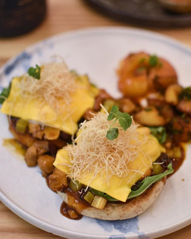 King's Chicken Hash Benedict [$21++] .