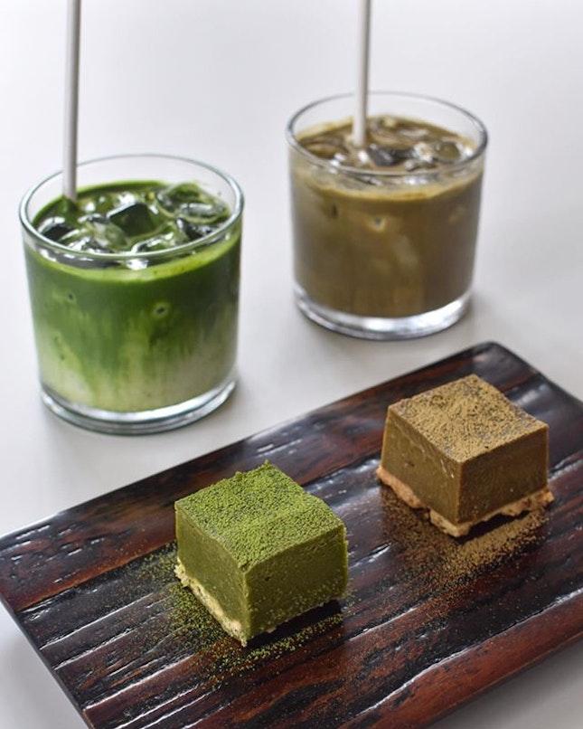 1️⃣ Matcha milk tea[6500KRW ~> $7.80] 2️⃣Roasted green tea (Houjicha) milk tea [5500KRW ~> $6.60] 3️⃣ Matcha / Houjicha terrine [4500 KRW each ~> $5.40] .