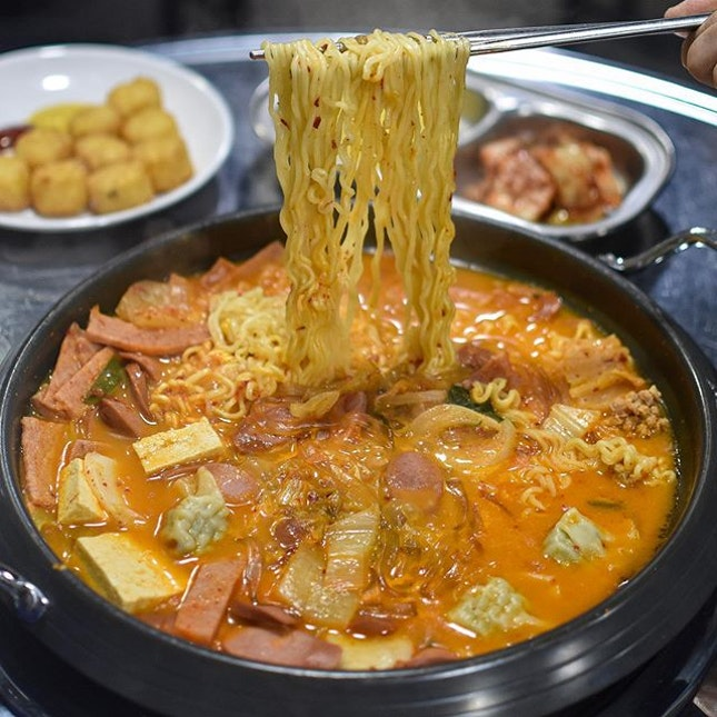 Budae Jiggae - Korean spicy army stew 🇰🇷🌶🥘 [6500KRW ~> SGD $7.80/ pax, min 2 pax to dine] .