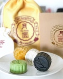 [jelly星期日] Old Chang Kee has joined the Mooncake train this year and offering a box of 4 minis at $28.80, together with a small satchel of tea leaves.