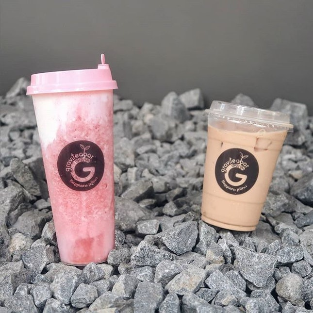 Strawberry Cheese Smoothie ($6.90) and Milk Tea ($3.10).