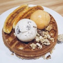 Double Scoops's Banana Brûlée waffle ($5.50) and 2 scoops of ice cream (thai milk tea and cookies and cream).