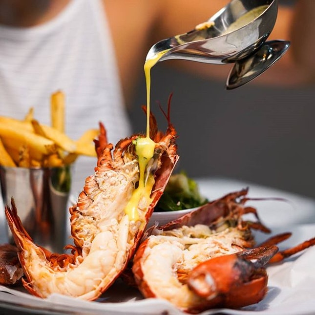 Despite being surrounded by a stellar cast, the star of the show at Pince and Pints is undoubtedly their whole Live Lobster ($58++) You get the choice of having it steamed or grilled - both are good.