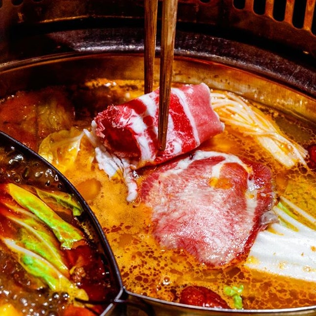 I can't recall the last time I had hotpot - as in literally, at least five years back or more - but that streak has been broken when I got to check out Xiao Mu Deng Traditional Hotpot (小木凳怀旧火锅) which is situated a good 5~10 minutes from Chinatown or Outram Park station.