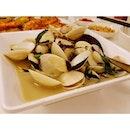 Sweet & juicy #clams in white wine sauce.