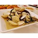 Sweet & juicy #clams in white wine sauce.