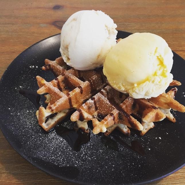 Butterchip Waffle (doublescoop)