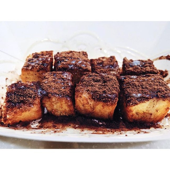 Golden toast with condensed milk and milo (3.80) Soft and chewy buttery interior and a crispy exterior coated with a dusting of milo powder and then drizzled with condensed milk for a sinful finish.