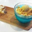 许留山 Durian Cheesy Crunch  Frozen durian served with cheesy crumble and creamy durian crisp!