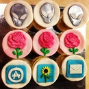 Birthday cupcakes I got for the 3 Leow's August birthdays : Alienware for Yin Yi, Flowers for Mummy Leow & iPhone/iPad apps for love!