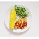 Home-made egg plant lasagna with a side of rocket salad & sweet corn 🌽