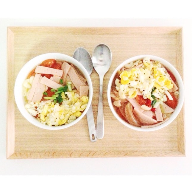 x Saturday / my version of Hong Kong's macaroni soup in clear broth, topped with scrambled egg, ham and cherry tomatoes  @leowyq