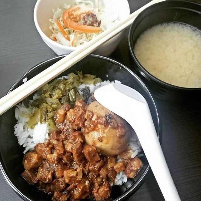 Having set lunch #mincedpork rice w/egg #sgfood #sgeat #hungrygowhere #instag #instagfood #foodpic #burpple #whati8tdy #wheretoeatsg #cafesg