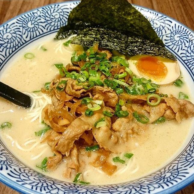 Pork Yakiniku Tonkotsu Ramen ($9.90)  Decent and affordable ramen 🍜 with milky white broth!