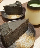 A slice of sweet Goma Cake ($7.80) aka Black Sesame Cake 🍰 accompanied by slightly bitter Yuki Matcha ($5.30).