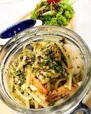 Lemony Garlic Prawn Pasta from fArtz tArtz Cafe.