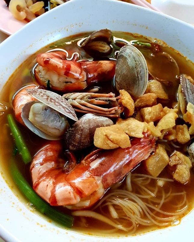 Yummy yummy ~ Big prawns bee hoon and cuttlefish eng chai.