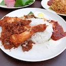 Nasi Lemak Ayam Goreng (RM10.40)