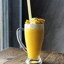 Giant Mango Fruit Smoothie [RM20.90] .