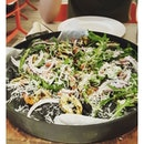 Squid ink Pizza 🐙 #toothin#squid#skinny#pizza#sgfood#foodgasm#saturday#lunch#seafood#burpple#fooddiary