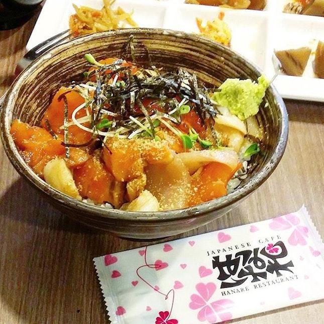 Chirashi don for dinner with free flow sides & soft boiled eggs 😍  #hanare #japfood #chirashi #sashimi #sgfoodies #burpple #igfood