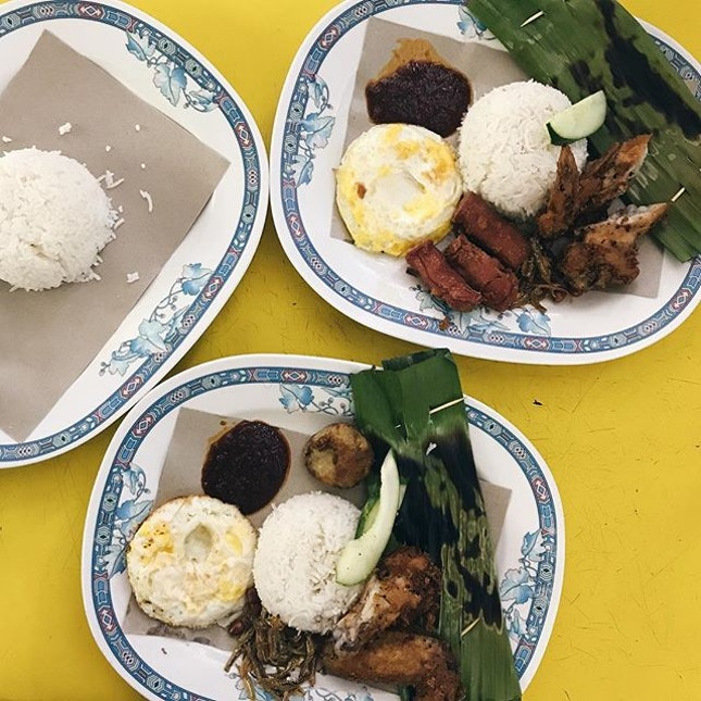 crazy rain but we braved it to come to adam's road for nasi lemak.