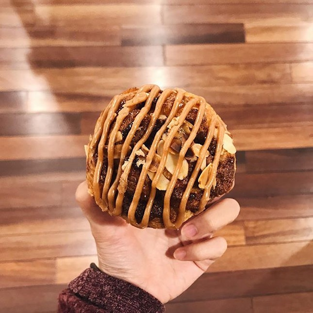 delicious cinnamon pastry i got from the basement of isetan in tokyo 😋 the best i've ever had, from the stick sweet centre w the flaky exterior, topped w a generous drizzle of nut butter and almond flakes