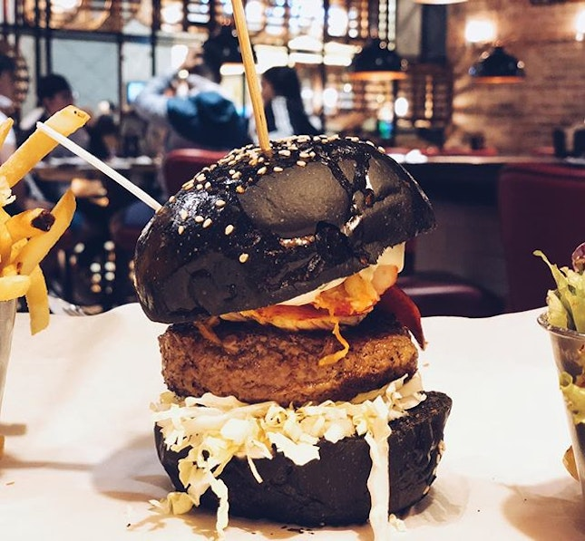 Finally tried burger and lobster 🦞 loved the truffle beef patty.