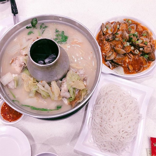 Fish Head Bee Hoon • After ordering we realised the san lou horfun looked even nicer + the prawn roll and crab bee hoon.